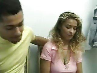 raphaella anderson  dans la salle d'attente