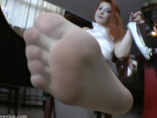 Goddess Victoria sweaty nylons pov