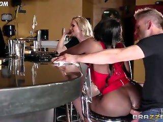 Diamond Jackson Casually Chats with Simone Sonay while the Bartender Fucks