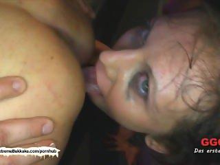 Sarah Schluckt the little fuck machine - German Goo Girls