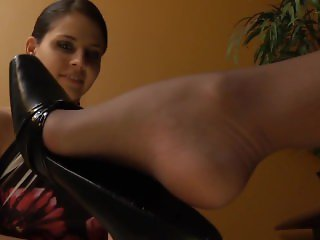 SO YOU WANT TO BE A FOOT MODEL