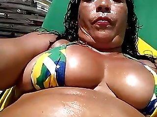 Crazy Dinha in the beach close in her pussy