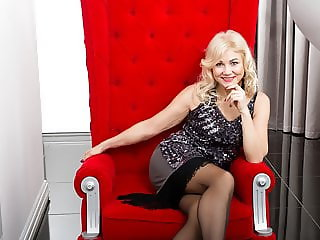 Blonde mature lady Sylvie pleasures her shaved pussy