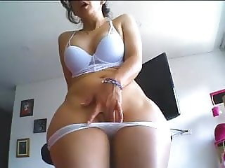 Mature And Curvy Vanessa Masturbates On Webcam