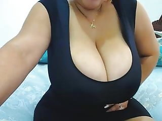 Latina with massive boobs exposes in webcam