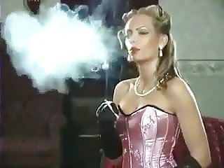Nadja smoking solo
