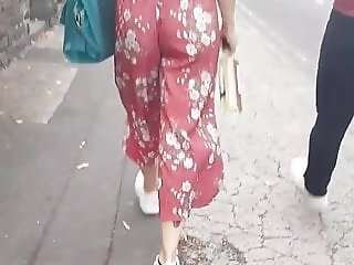 Loose pants jiggly ass