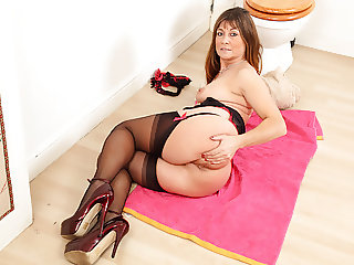 You'll not be disappointed when Lelani's knickers come down