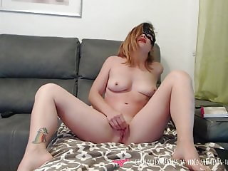 Girl maturbating at home on Vends-ta-culotte