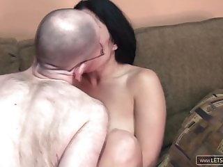 Notgeile Milf bumst mit dem besten Freund Ihres Mannes