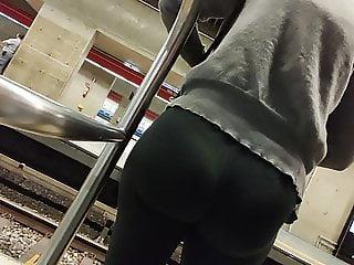 Big round ass legging hot