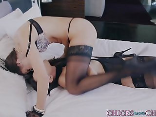 Stockings babe gets stuffed with dildo and eats out a pussy