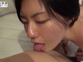 泰迪视频:日本AV高清无码,逼毛旺盛的美女少妇,叫声真的很好听啦。小穴真的很嫩,有高清特写哦!最后内射中出
