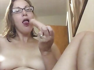 Soccer mom explains exactly how she wants her pussy fucked