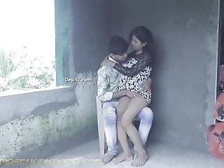 DESI SNEHA & RAJ KISSING N SUCKING outdoor